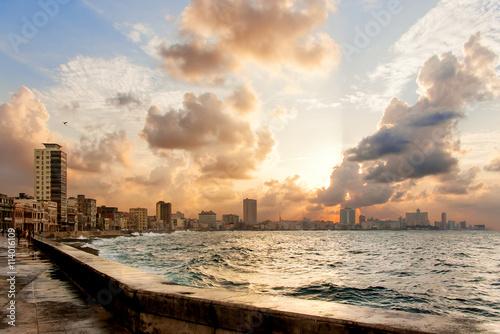 Papiers peints Havana Famous embankment promenade Malecon at sunset. Havana, Cuba.
