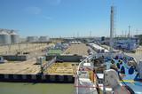 Вид с палубы парома на причал в морском порту