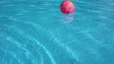 Palla in piscina