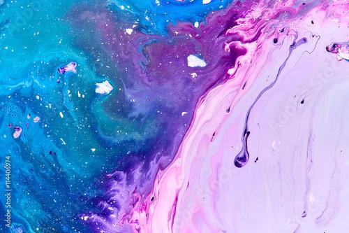 akwarela-plama-farby-niebieska-i-fioletowa-mieszane-tlo