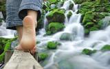 randonnée pied nus -  rivière - 114418539