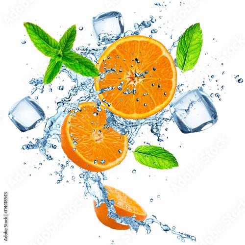 Fresh oranges in water splash over white - 114418543