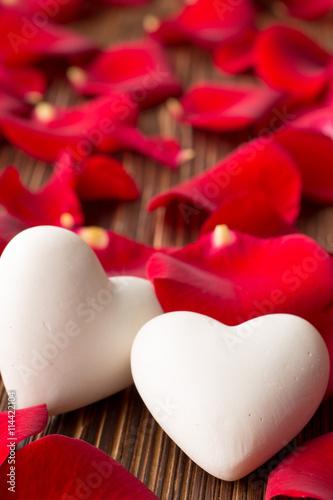 Zdjęcia na płótnie, fototapety, obrazy : Rose petals.