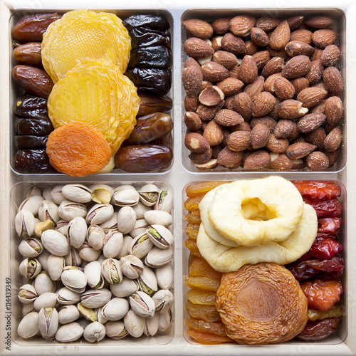 Obraz na Szkle Dried Fruits and nuts