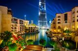 Znani centrum miasta w Dubaju w nocy. Zjednoczone Emiraty Arabskie.