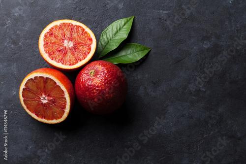 Świeże dojrzałe czerwone pomarańcze