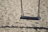Empty chain swing in playground - 114551120