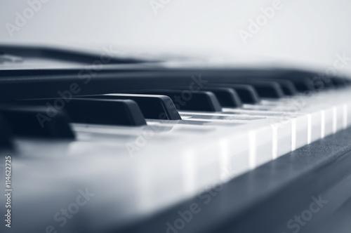 mata magnetyczna Piano