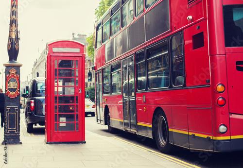 Zdjęcia na płótnie, fototapety, obrazy : double decker bus and telephone booth in london