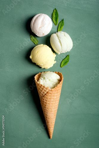 wafel-z-lodami