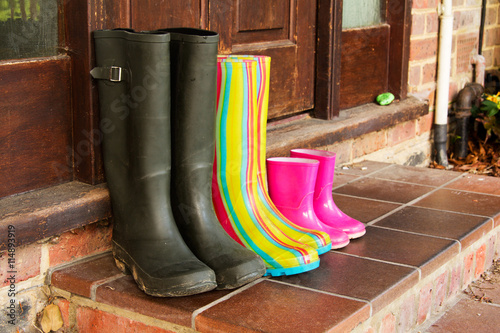 Poster Colourful wellington boots left on a doorstep