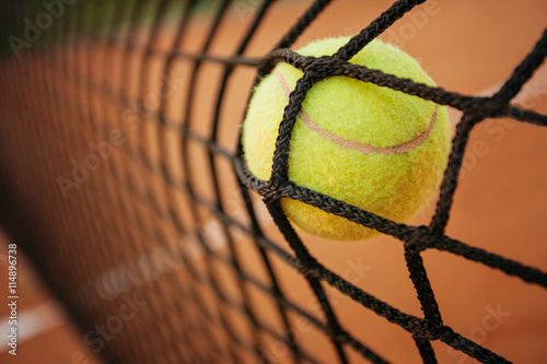Poster Tennis ball in net