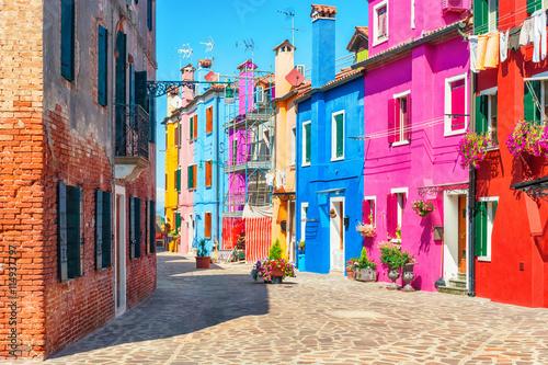 Zdjęcia na płótnie, fototapety na wymiar, obrazy na ścianę : Old colorful houses in Burano, Italy.