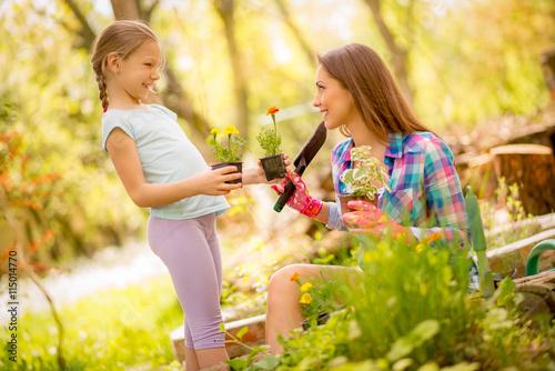 Zdjęcia na płótnie, fototapety, obrazy : Gardening With Mom