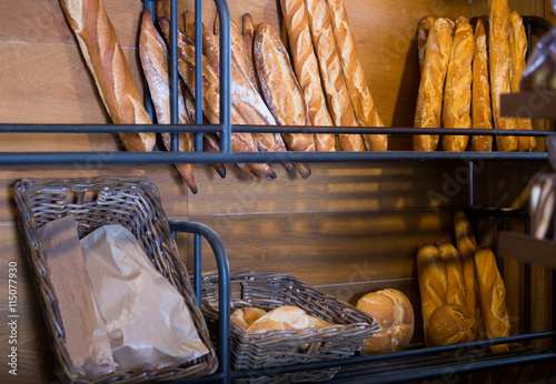 mata magnetyczna French baguettes in shelves of bakery