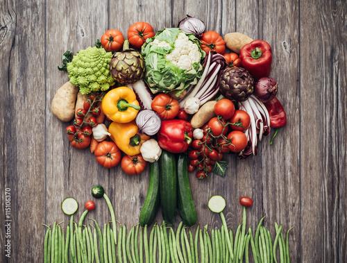 Arbre faite de légumes frais Poster