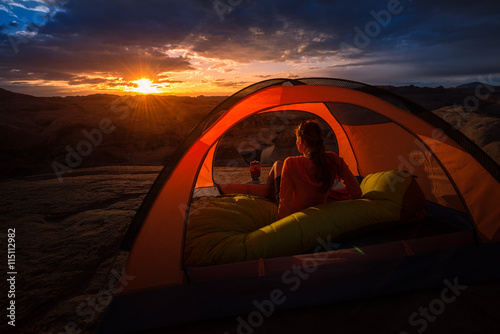 Foto op Plexiglas Bruin Summer Camping Beautiful Sunrise Lake Powell Reflection Canyon