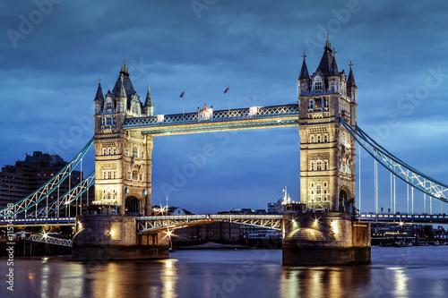 Papiers peints Londres London's Tower Bridge at twilight