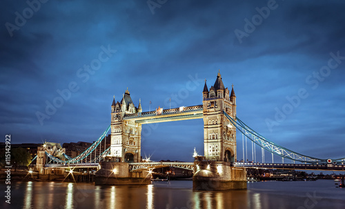 Zdjęcia na płótnie, fototapety, obrazy : London's Tower Bridge at twilight