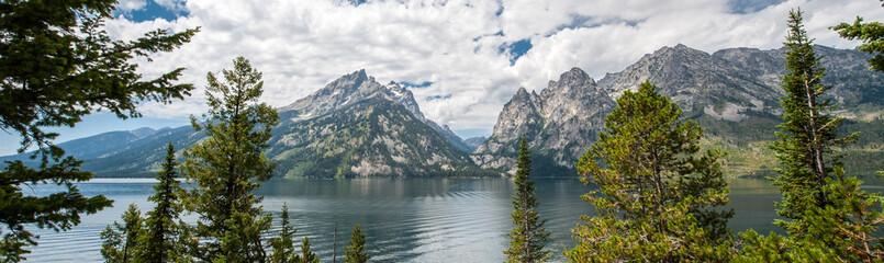 Fototapeta górski widok z jeziorem - panorama