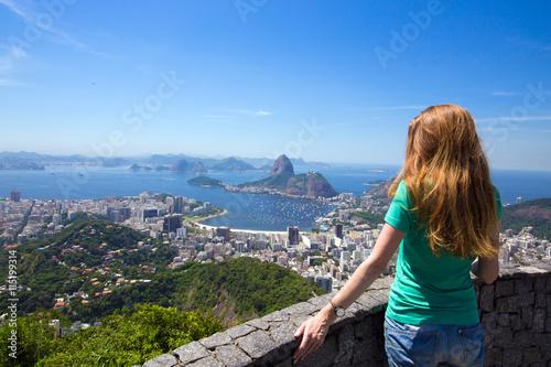 Papiers peints Rio de Janeiro girl tourist looks at Rio landscape