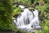Fototapety Triberger Wasserfall mit Holzbrücke