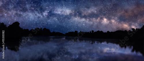 Foto op Aluminium Heelal Milky Way over the lake