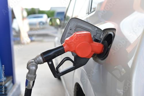 ガソリンスタンドと自動車