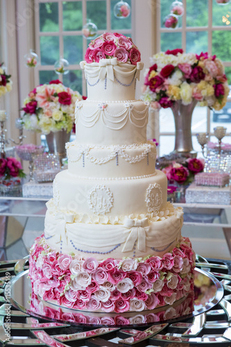 Fototapeta Delicious wedding cake.