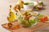 insalata di lattuga, pomodoro e pera