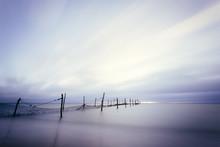 Langzeitbelichtung am Strand mit Fischer Reuse