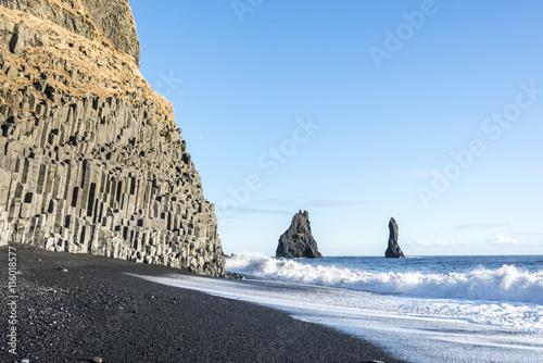 Poster Amazing Reynisdrangar rock formations at the black Reynisfjara basalt black sand beach
