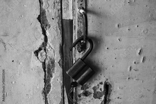Poster Old lock on the door