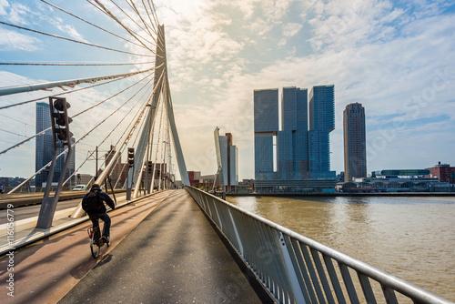 Fotobehang Rotterdam Erasmusbrücke in Rotterdam, Holland
