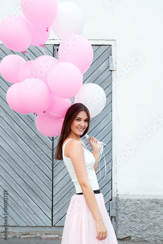 Poster Happy girl with pink balloons