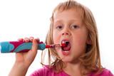 Mädchen bei Zahnpflege