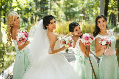 Poster The charming bride and bridesmaids with bouquets