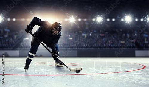 jugador-de-hockey-sobre-hielo-tecnica-mixta