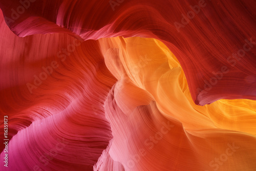 Poster Rood traf. color hues of eroded stone, antelope canyon