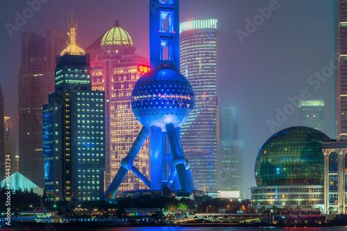 Fotobehang Shanghai Shanghai oriental pearl tower in night at Shanghai, China.