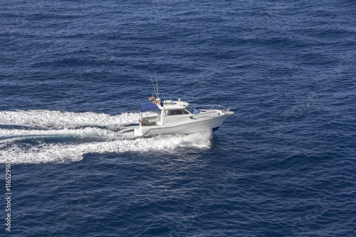 Papiers peints Nautique motorise Trail on sea surface behind of speed boats