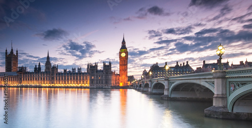 Big Ben and the Houses of Parliament at night in London, UK © Horváth Botond