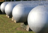 many long gas pressure vessels for the storage of flammable natu
