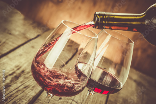 Foto Murales Pouring wine in a glass