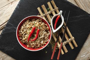 Nouilles Asiatiques et Piment Rouge