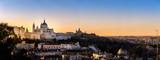 Madryt, Hiszpania panoramę i Almudena Cathedral na wschodzie słońca