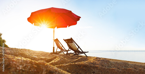 Plage au soleil. Poster