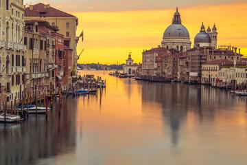 Wenecja kościół o wschodzie słońca