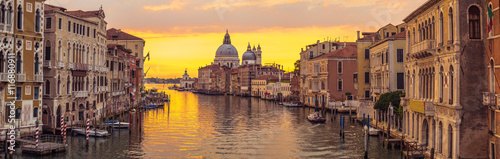 Spoed canvasdoek 2cm dik Venetie Venice city and canal with sunrise view panorama