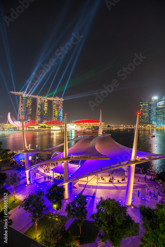 Obraz na plátne Cityscape of Singapore night in twilight time : Marina Bay view